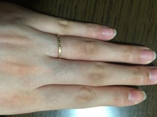 【ete(エテ)の口コミ】 子供が産まれるのでひっかかりの無い指輪を探していました。私は肌色的に1…