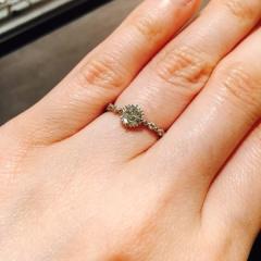 【JEWELRY  KAMATA(ジュエリーかまた)の口コミ】 婚約指輪は2人で選びに行きました。最初、彼が選んでくれたものにしようか…