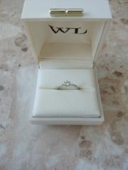 【William-LennyDiamond(ウィリアム・レニー・ダイヤモンド)の口コミ】 この指輪は他のダイヤと輝きが違うところがお勧めです。 ウィリアムレニー…