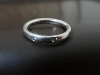【ヴァン クリーフ&アーペル(Van Cleef & Arpels)の口コミ】 シンプルではあるが、3石のダイヤモンドが上質な輝きを放ち、とても目を…