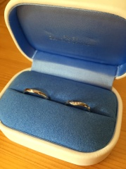 【銀座ダイヤモンドシライシの口コミ】 たくさん試着した中で、ペア感があったのと、細身でカーブがあり、指が長く…
