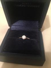 【銀座ダイヤモンドシライシの口コミ】 イメージを伝えて彼に買ってもらいましたが、店員さんがど真ん中のをすす…