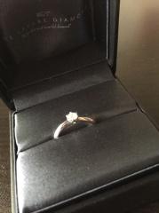 【ラザール ダイヤモンド(LAZARE DIAMOND)の口コミ】 王道のデザインで  ダイヤはすこし小さいけれど でもすごくキラキラして…
