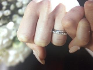 【銀座ダイヤモンドシライシの口コミ】 さりげなく重ね付けできるハーフエタニティだったので。 ダイヤモンド一粒…