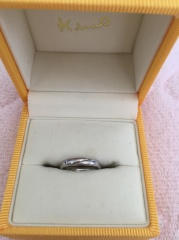 【ケイウノ ブライダル(K.UNO BRIDAL)の口コミ】 人とは違う結婚指輪が欲しくて雑誌で調べた所ケイウノを見つけました。外…