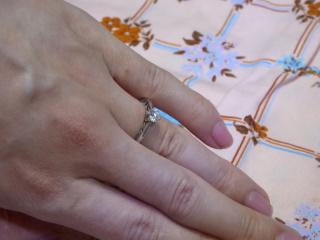 【エクセルコダイヤモンド(EXELCO DIAMOND)の口コミ】 横から見たときに、レースの様に見えるデザインが気に入って。決定した当…