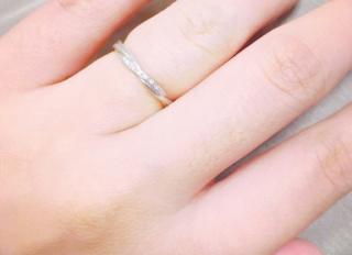 【スタージュエリー(STAR JEWELRY)の口コミ】 華奢なのに少し凝ったねじりのデザインと小粒のダイヤが気に入りました。…