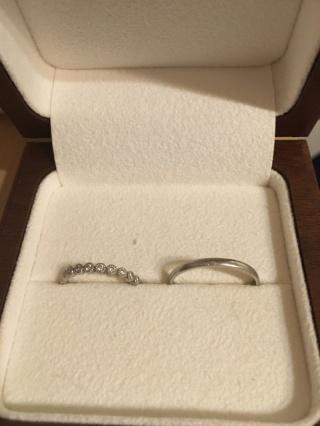 【Ponte Vecchio(ポンテヴェキオ)の口コミ】 女性指輪の決め手は、デザインです。婚約指輪は中央に大きなダイヤモンド1…