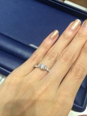 【銀座ダイヤモンドシライシの口コミ】 頂いたダイヤモンドの土台を選びに試着に行きました。たくさん試着をさせて…