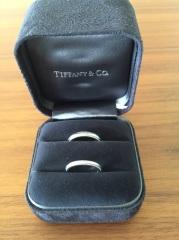 【ティファニー(Tiffany & Co.)の口コミ】 シンプルで装飾が少ないデザインでいくつか目星をつけてました。 店員さん…