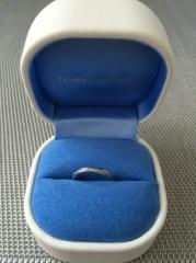【銀座ダイヤモンドシライシの口コミ】 エタニティとカーブのあるデザインを求めていました。普段使いでダイヤが…