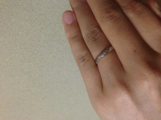 【vielle bijou SOPHIA(ヴィエールビジュソフィア)の口コミ】 まずこのデザインが気に入りました。小さなピンクダイヤがついていて可愛…