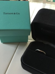 【ティファニー(Tiffany & Co.)の口コミ】 婚約指輪をティファニーで購入したため、 重ね付けしたいし、ブランドも揃…