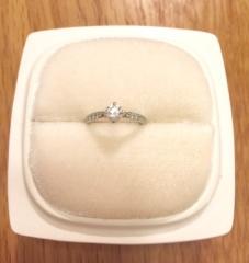 【俄(にわか)の口コミ】 俄に決めた後で店舗に見に行きましたが、普段から結婚指輪と重ねづけしたい…
