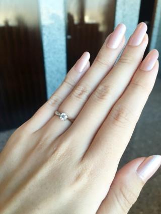 【ラザール ダイヤモンド(LAZARE DIAMOND)の口コミ】 断トツの決め手はダイヤの質です。そしてダイヤの輝きを引き立たせるような…