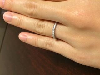 【銀座ダイヤモンドシライシの口コミ】 仕事上、あまり手元がキラキラすることは控えたかったので、上品に石が三つ…