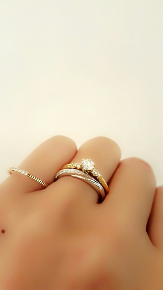 【エクセルコダイヤモンド(EXELCO DIAMOND)の口コミ】 彼も私も結婚指輪だけでいいと考えていましたが、見ると欲しくなってしまい…