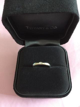 【ティファニー(Tiffany & Co.)の口コミ】 婚約指輪もティファニーだったので、重ねづけできるようにしました。彼も上…