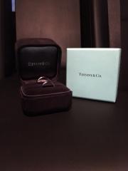 【ティファニー(Tiffany & Co.)の口コミ】 長く使えるよう、シンプルなデザインにしました。太すぎず細すぎないデザ…