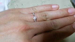 【アイプリモ(I-PRIMO)の口コミ】 結婚指輪と重ねてつけられるかセットのものを探していました。婚約指輪は…