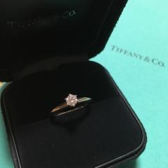 【ティファニー(Tiffany & Co.)の口コミ】 いろんな指輪を見た中で、ティファニーのダイヤが一番輝いて見えました。 …