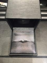 【ラザール ダイヤモンド(LAZARE DIAMOND)の口コミ】 婚約指輪はデザインよりもダイヤ重視で探していました。何軒かまわった中で…