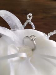 【ショパール(Chopard)の口コミ】 ハートの台座のデザインが可愛い! 他の指輪のデザインにはない、&quo…
