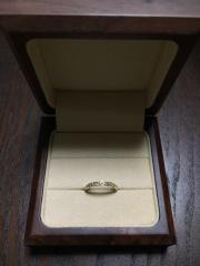【MAILE(マイレ)の口コミ】 色々なタイプの婚約指輪がある中でも、ハーフエタニティーリングにした決め…
