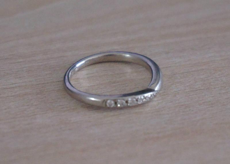 【ROYAL ASSCHER(ロイヤル・アッシャー)の口コミ】 ダイヤ入りにしたかったので、カットが有名なロイヤルアッシャーへ。 いく…