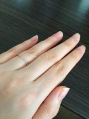 【4℃(ヨンドシー)の口コミ】 結婚指輪と二連にしてはめたかったので同色で、細いタイプを探していまし…