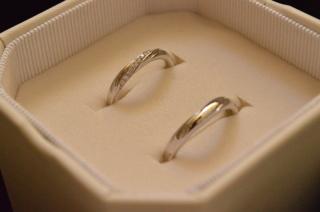 【4℃(ヨンドシー)の口コミ】 婚約指輪と一緒に付けても違和感のないデザインだったことや、レディース…
