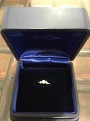 【ROYAL ASSCHER(ロイヤル・アッシャー)の口コミ】 一粒タイプの指輪は婚約指輪感が強い感じがしたので、メレダイヤが付いてい…