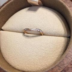 【COLANY(コラニー)の口コミ】 婚約指輪を同じブランドのコラニーで決めていたので、重ねづけしてきれいに…