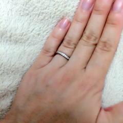 【ギンザタナカブライダル(GINZA TANAKA BRIDAL)の口コミ】 細身でシンプル、けれど少し変わったデザインの指輪を探していました。 色…