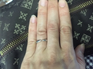 【ティファニー(Tiffany & Co.)の口コミ】 婚約指輪がティファニーだったので、合わせられるものがいいと思って同じブ…