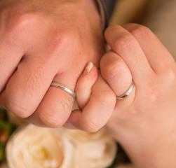【MIKIMOTO(ミキモト)の口コミ】 ミル打ちのあるシンプルな結婚指輪を探していました。 似たデザインのある…
