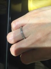 【エクセルコダイヤモンド(EXELCO DIAMOND)の口コミ】 ハーフエタニティで探していたのですが、ダイヤのカットの仕方が個性的で人…