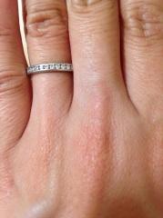 【ティファニー(Tiffany & Co.)の口コミ】 フルエタニティリングということで、リング全体にたくさんのダイヤが入っ…