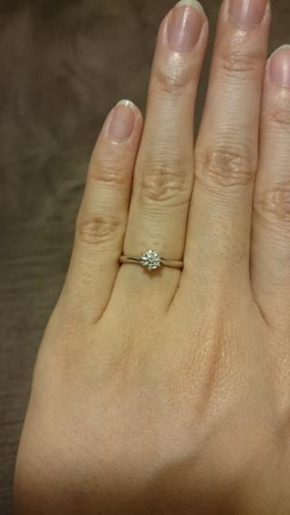 【エクセルコダイヤモンド(EXELCO DIAMOND)の口コミ】 シンプルだけどおしゃれなストレートラインでダイヤを美しく見せてくれるデ…