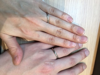 【俄(にわか)の口コミ】 初めて見た時にこれだと思いました! シンプルでキレイな指輪が良いが、な…