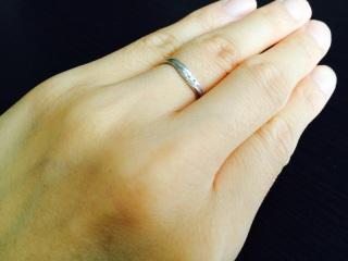 【ガラOKACHIMACHIの口コミ】 マリッジリングと重ねづけできるV字の結婚指輪を探していました! お店を…