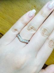 【ティファニー(Tiffany & Co.)の口コミ】 正面のVのラインがとても指を綺麗に見せると販売員さんの接客時の一言が決…