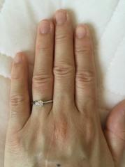 【俄(にわか)の口コミ】 婚約指輪はやっぱり定番の一粒ダイヤ!と決めていましたが、ただ普通過ぎる…