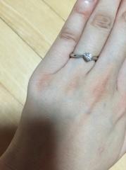【4℃(ヨンドシー)の口コミ】 ダイヤの高さがあまりない(リング台が高くない)もので、かつダイヤが大き…