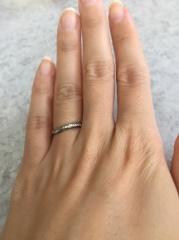 【俄(にわか)の口コミ】 真ん中にダイヤがある形は良くあるので、それが片側だけにあったことが他と…
