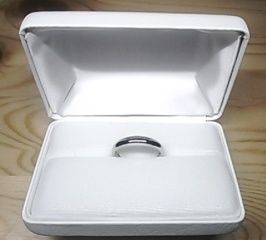 【IZURUの口コミ】 シンプルな甲丸タイプの結婚指輪を探していました。 指輪のサイトをいくつ…