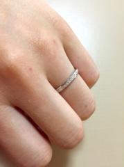 【LEHAIM(レハイム)の口コミ】 ストレートでさっぱりしたデザインの中に、女性はメレダイヤがナナメにたく…