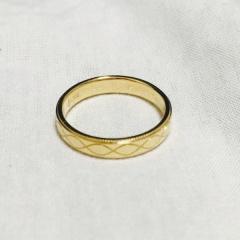 【Marriaged Marriage(マリッジド・マリッジ)の口コミ】 デザインが上品で素敵だと思います。実際試着をしてみて、しっかりしていて…