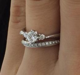 【4℃(ヨンドシー)の口コミ】 とにかくダイヤが贅沢で良かったです。 指輪もセットを前提に作っているの…