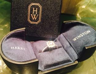 【ハリー・ウィンストン(Harry Winston)の口コミ】 どの商品よりも、光が当たった際に美しく輝いており、綺麗なカットだった…